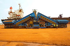 Tracked Samson material feeder provides high flexibility onsite