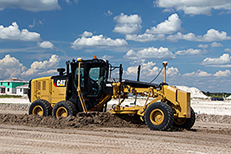 Cat® Grading and Trenching Buckets Work with Cat Tilt-rotator System